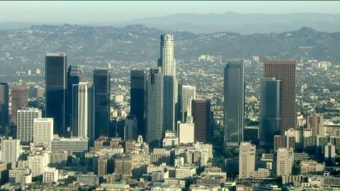 aerials of the us bank tower in downtown los angeles, california. it is the tallest building in california, the eleventh tallest in the united states. - us bank tower bildbanksvideor och videomaterial från bakom kulisserna