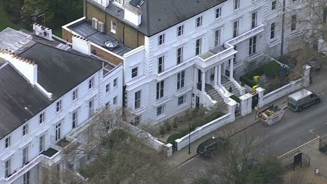 vídeos de stock e filmes b-roll de aerials shows large houses mansion huge properties in west london area exclusive properties and areas in capital of england on march 17 2014 in... - kensington e chelsea