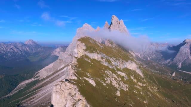 Antenne: Seceda Berg, Dolomiten (vorwärts)