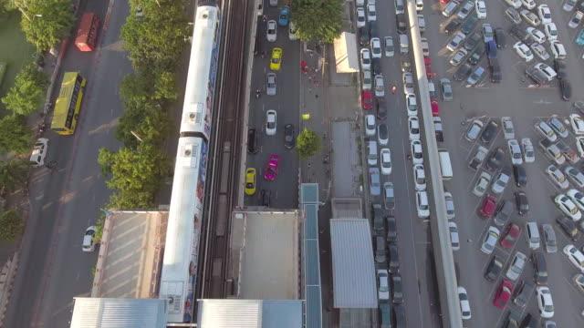 タイ バンコク市で空中: スカイ鉄道 - 操車場点の映像素材/bロール