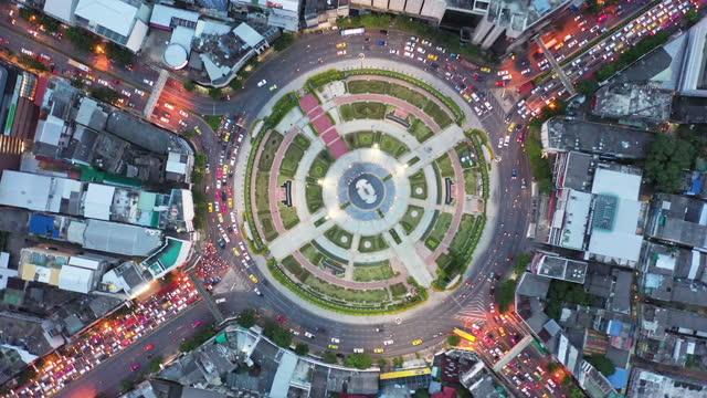 stockvideo's en b-roll-footage met aerial:traffic circle - capital cities