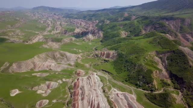 aerial/vast highland valley grass plains near david gareja cave monastery complex, on border with georgia and azerbaidjan/ kakheti, georgia - azerbaigian video stock e b–roll