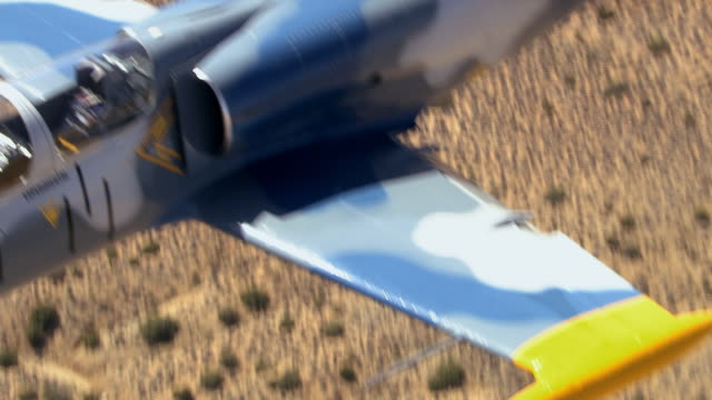air to air, cu, aero l-39 albatros flying over mojave desert, california, usa - united states airforce stock-videos und b-roll-filmmaterial