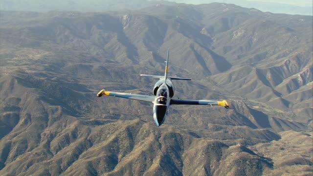 air to air, cu, aero l-39 albatros flying over mojave desert mountains, california, usa - air to air shot stock videos and b-roll footage
