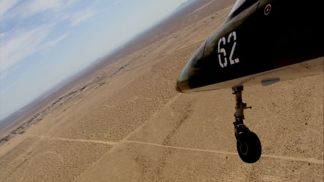 air to air, cu, aero l-39 albatros landing on runway, mojave desert, california, usa - landefahrwerk stock-videos und b-roll-filmmaterial