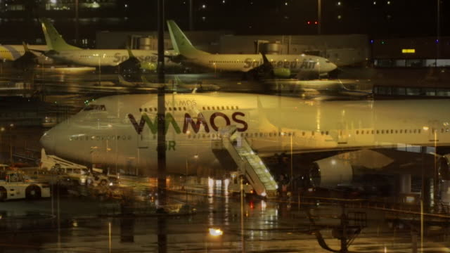 aeroplane on tarmac at tokyo's haneda airport, waiting to take british citizens home who were quarantined on the diamond princess cruise ship due to... - cruise stock videos & royalty-free footage