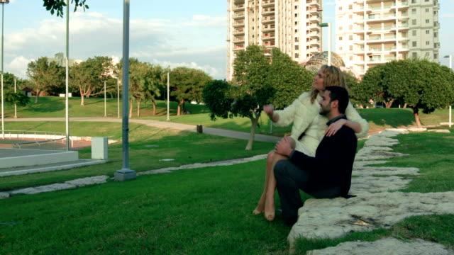vídeos y material grabado en eventos de stock de cariñoso pareja - en el regazo