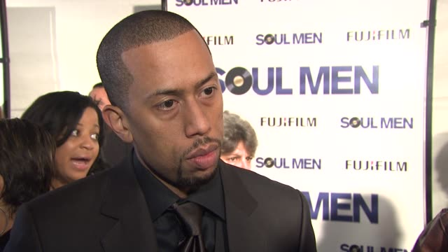 affion crockett on his role in the film, how he got involved with the project and what it was like to work with bernie and sam. he talks being at the... - バーニー マック点の映像素材/bロール