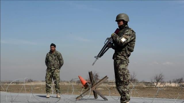 afganistan libero este jueves 65 presuntos talibanes de la prision afgana de bagram pese a la resistencia de estados unidos que los considera... - bagram stock videos & royalty-free footage