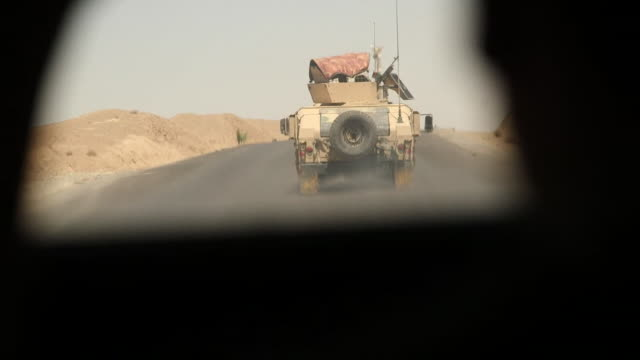 vídeos de stock e filmes b-roll de afghan army troops travelling through helmand province in military vehicles - helmand