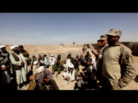 afghan police on sunday prepared to take control of a town at the centre of a us-led offensive against the taliban, as trapped residents said they... - provinz helmand stock-videos und b-roll-filmmaterial