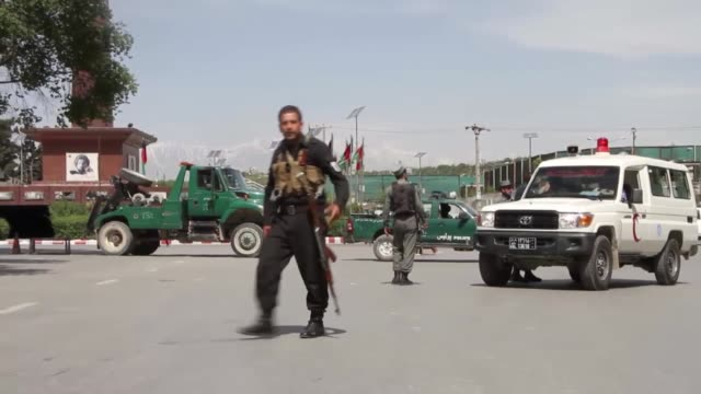 afghan security officials and emergency personnel gather at the site of twin explosions in kabul afghanistan on april 30 2018 at least 21 people... - kabul stock-videos und b-roll-filmmaterial