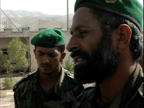 afghan soldier talking to american soldier and interpreter / afghanistan - operazione enduring freedom video stock e b–roll