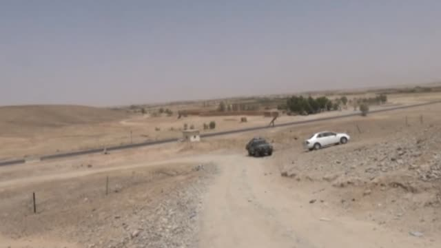 vídeos de stock e filmes b-roll de afghan soldiers are seen after an operation against taliban in kandahar afghanistan on august 17 2016 at least 30 taliban terrorists were killed... - kandahar
