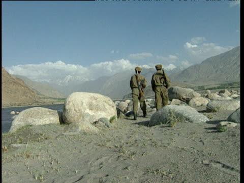 afghan soldiers patrol barren landscape afghanistan - landscape scenery点の映像素材/bロール