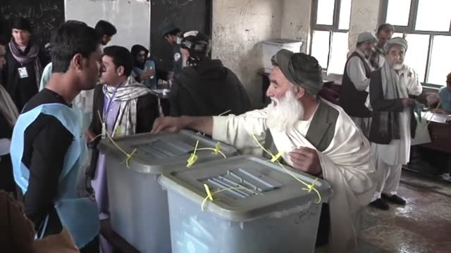 afghan voters turn out in large numbers braving taliban threats to choose a successor to president hamid karzai in the countrys first democratic... - nachfolger stock-videos und b-roll-filmmaterial