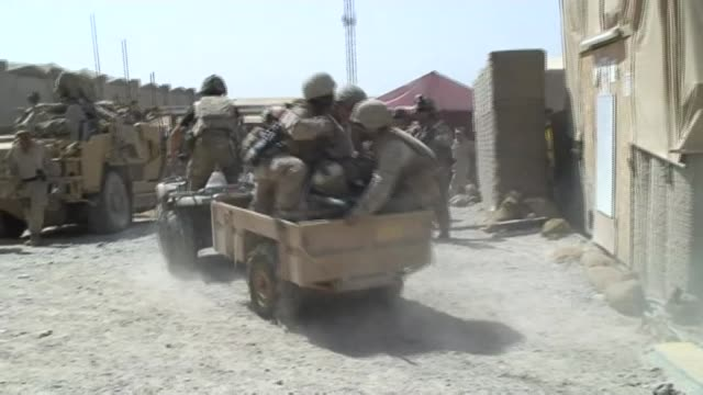 vídeos de stock e filmes b-roll de afghan who acted as an interpreter for the british army faces deportation lib / 2092010 helmand province sangin quad bike tlowing trailer carrying... - helmand