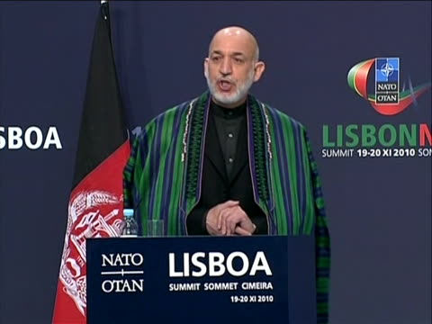 vídeos y material grabado en eventos de stock de of afghanistan president hamidêkarzaiêduring his speech at the afghanistan nato partnership summit. the afghan president speaks on behalf of his... - (war or terrorism or election or government or illness or news event or speech or politics or politician or conflict or military or extreme weather or business or economy) and not usa