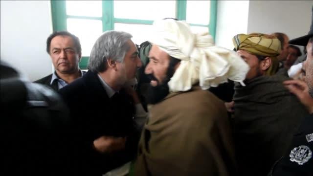 vídeos y material grabado en eventos de stock de afghanistans chief executive officer abdullah abdullah meets tribal elders on a visit to yahya khail district after a suicide attack killed 57 at the... - altos cargos directivos