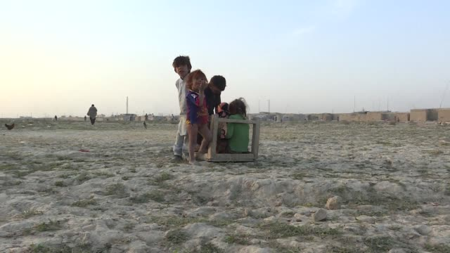 vídeos de stock, filmes e b-roll de afghanistan's jogi tribe live on a knife edge forced to abandon their nomadic lives after violence wrecked their traditional wandering grounds they... - estilo de vida insalubre