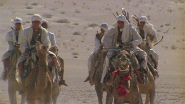 slo mo, cu, td, tu, africa, tuareg troops charging through desert - arbeitstier stock-videos und b-roll-filmmaterial
