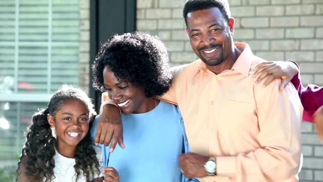 vídeos y material grabado en eventos de stock de familia afroamericana con dos niños al aire libre - 14 15 years
