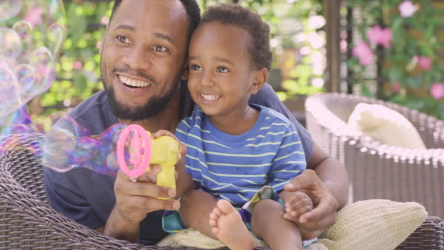 african american father and son - 2 3 jahre stock-videos und b-roll-filmmaterial