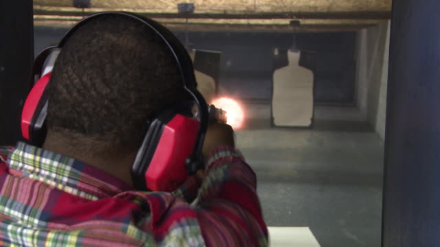 vídeos de stock e filmes b-roll de african american man fires semiautomatic handgun at maryland small arms range on january 20 2013 in upper marlboro maryland - maryland estado