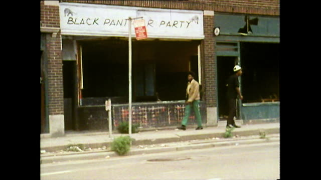vídeos de stock e filmes b-roll de african american people living in run-down area of detroit; 1972 - afro americano