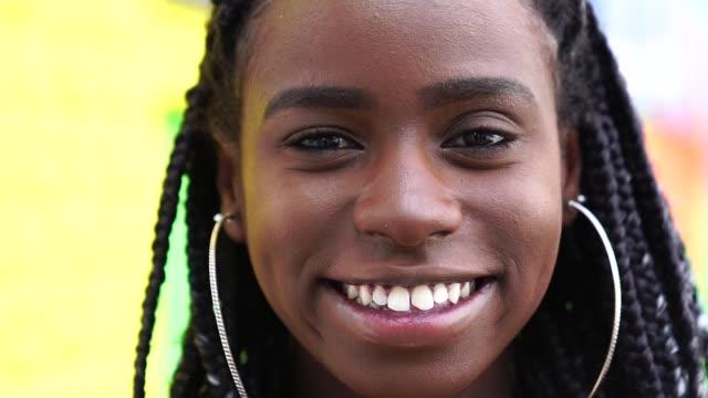 Femme afro-américaine avec Portrait de Dreadlocks