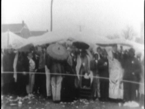 african americans line up in the rain behind a rope barrier in selma, alabama, after the murder of white civil rights activist reverend james reeb. - アメリカ公民権運動点の映像素材/bロール