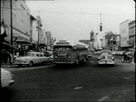 stockvideo's en b-roll-footage met african americas walk down a city sidewalk protesting the segregation of buses - 1956