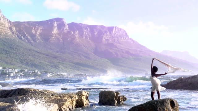 stockvideo's en b-roll-footage met african queen cape town - koninklijk persoon