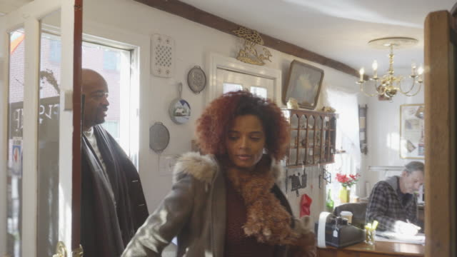 african-american couple shop at antique store - entrare video stock e b–roll