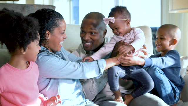stockvideo's en b-roll-footage met african-american family, three children, play with baby - 35 39 years