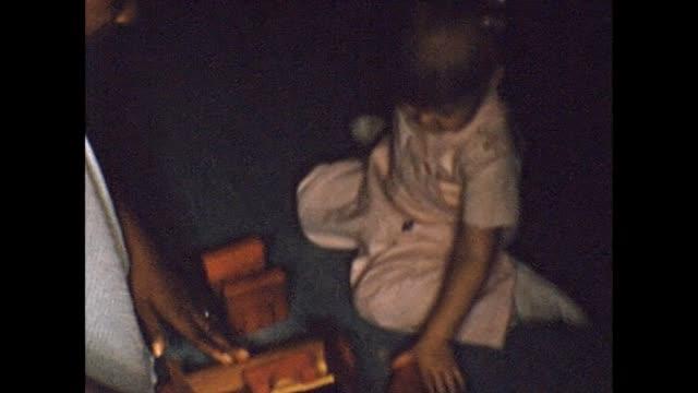 vidéos et rushes de 1956 african-american nanny with caucasian toddler - garde d'enfant