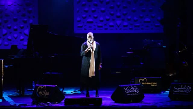vidéos et rushes de african-american operatic soprano and concert singer barbara hendricks performs on the stage during the 14th edition of the mawazine international... - singer