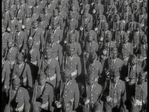 african-american soldiers in uniform marching. wacs in uniform marching. african-american black paratroopers boarding airplane. airplane in flight,... - アメリカ黒人の歴史点の映像素材/bロール