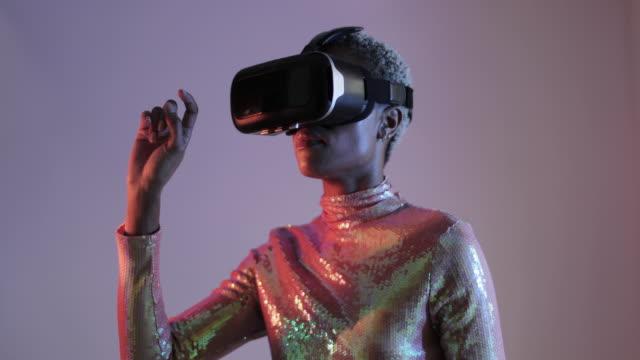 afro american female using virtual reality technology in futuristic environment - 知覚点の映像素材/bロール