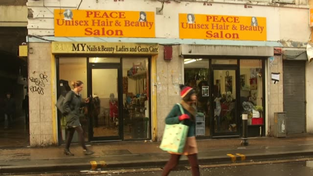 vídeos de stock e filmes b-roll de afro-caribbean hairdressers unhappy about potential move due to plans for new peckham shopping area; afro-caribbean hairdressers unhappy about... - peckham