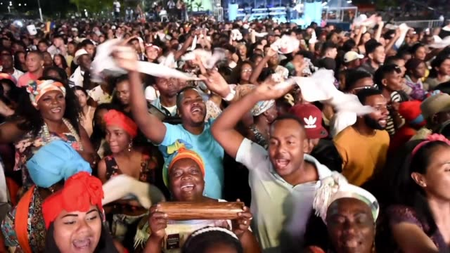 vídeos y material grabado en eventos de stock de afro-colombian people dance to the sound of african rhythms during the petronio alvarez pacific music festival the most important of the colombian... - afro