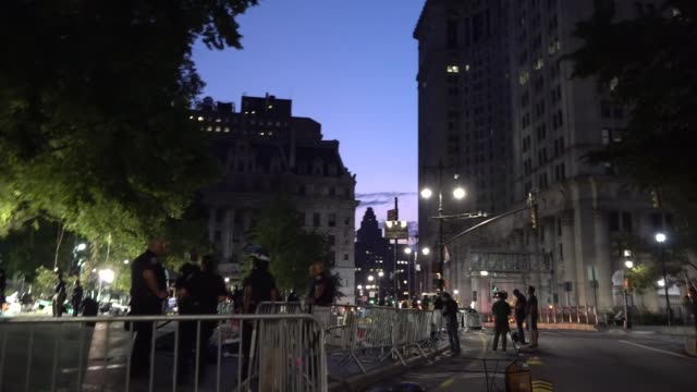 after 2 months occupiers in city hall park protesting police brutality in the death of george floyd, black lives matter protesters evicted in pre... - 緊急用具点の映像素材/bロール
