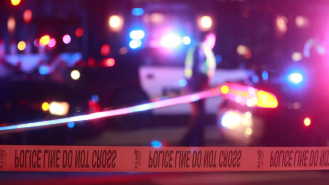 vídeos y material grabado en eventos de stock de after a 25-year-old university student was struck and killed by a vehicle members of the bloomington police department investigate saturday, february... - investigación criminal