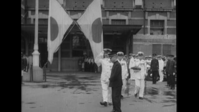vidéos et rushes de after a ceremony at tokyo station admiral shigetaro shimada rides across nijubashi bridge in a horsedrawn carriage as he proceeds to the imperial... - cérémonie