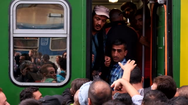 after a two-day lockout from keleti train station in central budapest, refugees rush to board trains they hope will bring them closer to germany.... - ungarn stock-videos und b-roll-filmmaterial