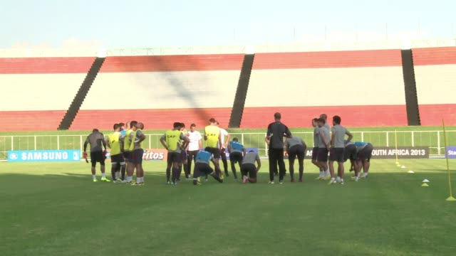 after beating algeia tunisia trains for its second game against ivory coast in the africa cup of nations 2013 clean afcon tunisia trains ahead of... - 2013 stock-videos und b-roll-filmmaterial