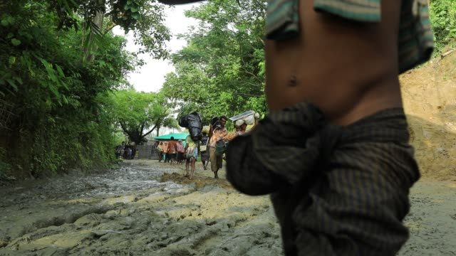 after crossing the bangladesh myanmar naf river border myanmar rohingya people walk to enter at unchiprange teknaf in cox's bazar according to unhcr... - cox basar stock-videos und b-roll-filmmaterial