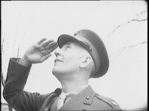 vidéos et rushes de after navy football win over army, naval coach, major emory e larson, gives farewell locker room speech / larson inspects marine guard at annapolis /... - 1941