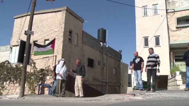 stockvideo's en b-roll-footage met after police shot dead on saturday a young arab israeli during a routine arrest operation clashes took place in arab towns in northern and central... - israëlisch palestijns conflict
