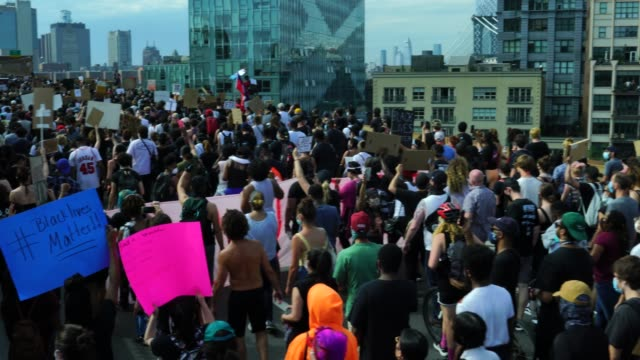 after speaking to a a large crowed gathered at cadman's plaza, terrence floyd, brother of the deceased george floyd, leads a protest march over the... - brooklyn bridge stock videos & royalty-free footage